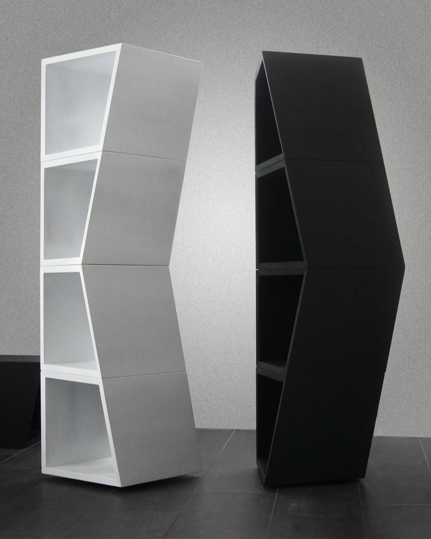 CUBI Regal in Weiß und Schwarz.